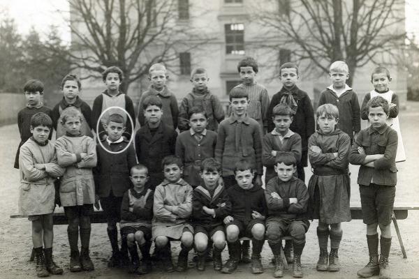 Plusieurs photographies de classe de 1926 à 1972