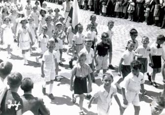 Défilé des classes primaires de Prélaz